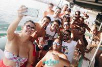 ¿Cómo combatir el mareo en una fiesta en barco en Málaga?